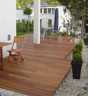 holzterrassen terrassenholz und terrassendielen. Black Bedroom Furniture Sets. Home Design Ideas